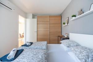 Postel nebo postele na pokoji v ubytování VIC & UNO City Charming Apart Plus Garage