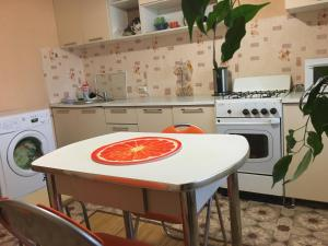 A kitchen or kitchenette at 1 проезд Рахманинова 4, ЦНТИ