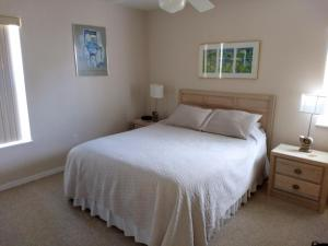 A bed or beds in a room at Seahorse Landing #503 Gulf Front Vacation Condo