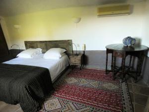 A bed or beds in a room at La Santoline