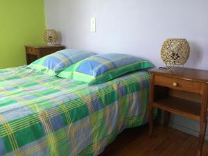 A bed or beds in a room at Petite maison proche de Montbéliard