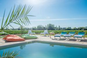 The swimming pool at or close to Domaine la Clausade