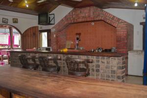 The lounge or bar area at Hotel La Posada Camino Real