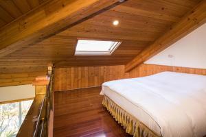 摘星花園山莊房間的床