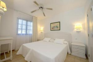 A bed or beds in a room at Relaxia Olivina