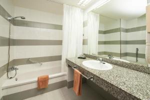 A bathroom at Relaxia Olivina