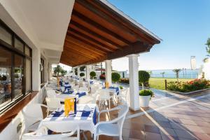 Een restaurant of ander eetgelegenheid bij Globales Gardenia