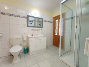 A bathroom at Angela's Beach Stays