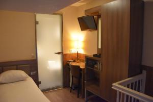 Uma TV ou centro de entretenimento em Ozo Hotels Cordial Amsterdam