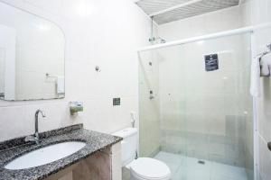 A bathroom at Pousada Palmeira Imperial