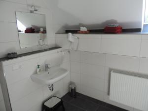 Ein Badezimmer in der Unterkunft Pension am Kirchberg