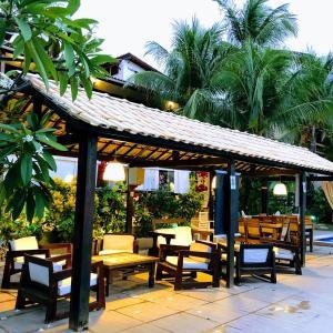 Een restaurant of ander eetgelegenheid bij Hotel e Pousada La Dolce Vita