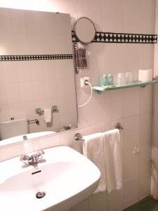 Un baño de Hotel Simon