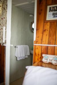 A bathroom at Dunfanaghy Glamping