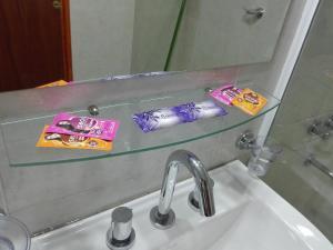 A bathroom at Hostal Virgen del Rosario Cafayate