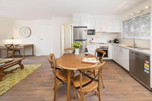 A kitchen or kitchenette at The Executive - Central & Sophisticated