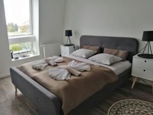 A bed or beds in a room at Baltic-Apartments - Apartament Bałtyk 5-45 Bay View