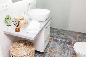 Koupelna v ubytování Stylish and Bright Apartment in Athens Centre!