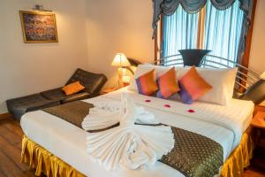 A bed or beds in a room at Sea Garden Resort & Spa, Haadrin