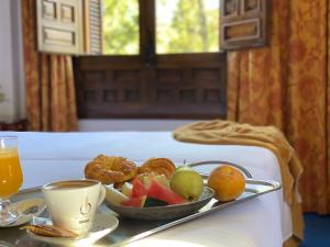 Breakfast options available to guests at Hotel El Bedel