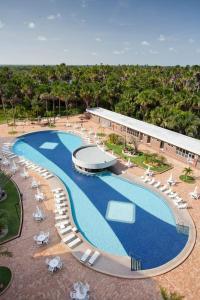 Uma vista da piscina em Gran Lençóis Flat Residence ou nos arredores