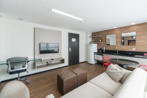 A kitchen or kitchenette at RMD906 Maravilhoso flat na praia de Boa Viagem