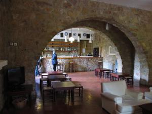 A restaurant or other place to eat at Hostería De Cañete