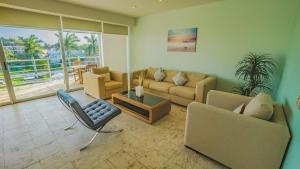 A seating area at Magia Beachside Apartment