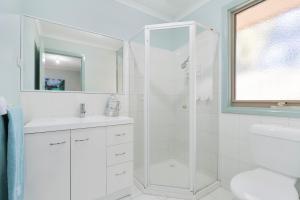 A bathroom at Bay Beach Beauty