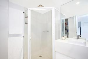 A bathroom at Accommodate Canberra - Griffin Kingston Central Apartments