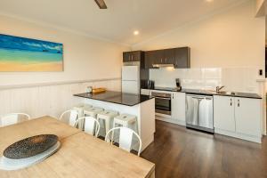 A kitchen or kitchenette at Ingenia Holidays White Albatross