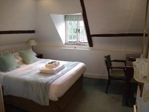 A bed or beds in a room at Hook House
