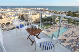 Een balkon of terras bij Hotel Alay - Adults Only