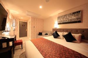 Tempat tidur dalam kamar di Centurion Hotel Ueno