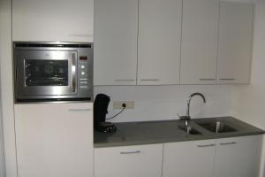 A kitchen or kitchenette at De Promenade