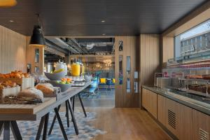 A restaurant or other place to eat at Aloft Aberdeen TECA