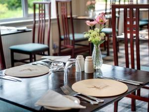 A restaurant or other place to eat at Craigvrack Hotel & Restaurant