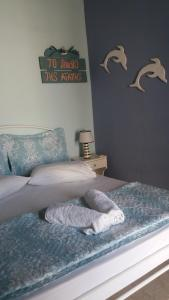 A bed or beds in a room at Korina's Rooms