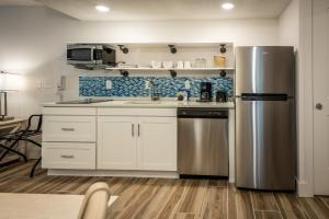A kitchen or kitchenette at Palmera Inn and Suites