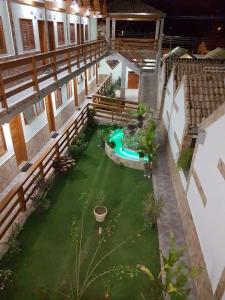 Uma vista da piscina em Pousada Vista Alegre ou nos arredores