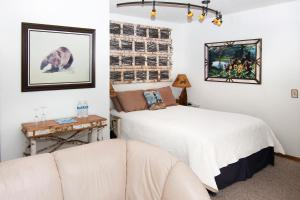 A bed or beds in a room at Leech Lake Bed & Breakfast