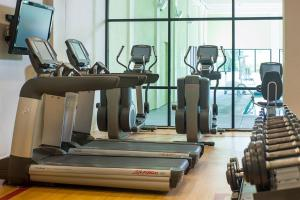 The fitness center and/or fitness facilities at Holiday Inn Hartford Downtown Area
