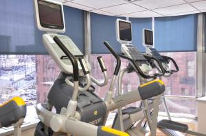 The fitness center and/or fitness facilities at Holiday Inn Express Denver Downtown