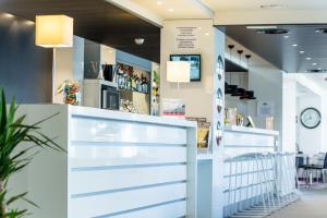 De lobby of receptie bij Holiday Inn Express Dijon