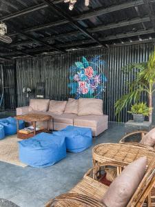 Uma área de estar em Dayon Hostel