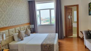 A bed or beds in a room at Le Duy Grand Hotel