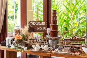 A restaurant or other place to eat at Mövenpick Asara Resort & Spa Hua Hin