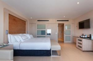 A bed or beds in a room at Melia Sevilla