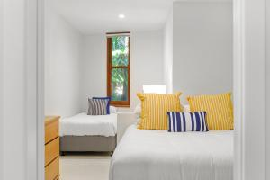 A bed or beds in a room at Liapari Beach House