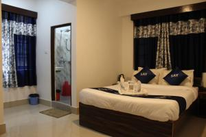 A bed or beds in a room at Say Rooms Hotel Riddhi Siddhi